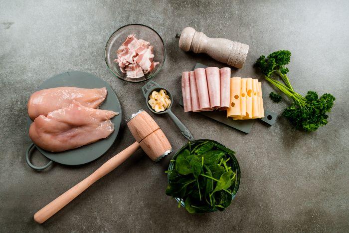 ingredients necessaires pour faire cordon bleu maison avec blancs de poulet, jambon, emmental et farce aux épinards