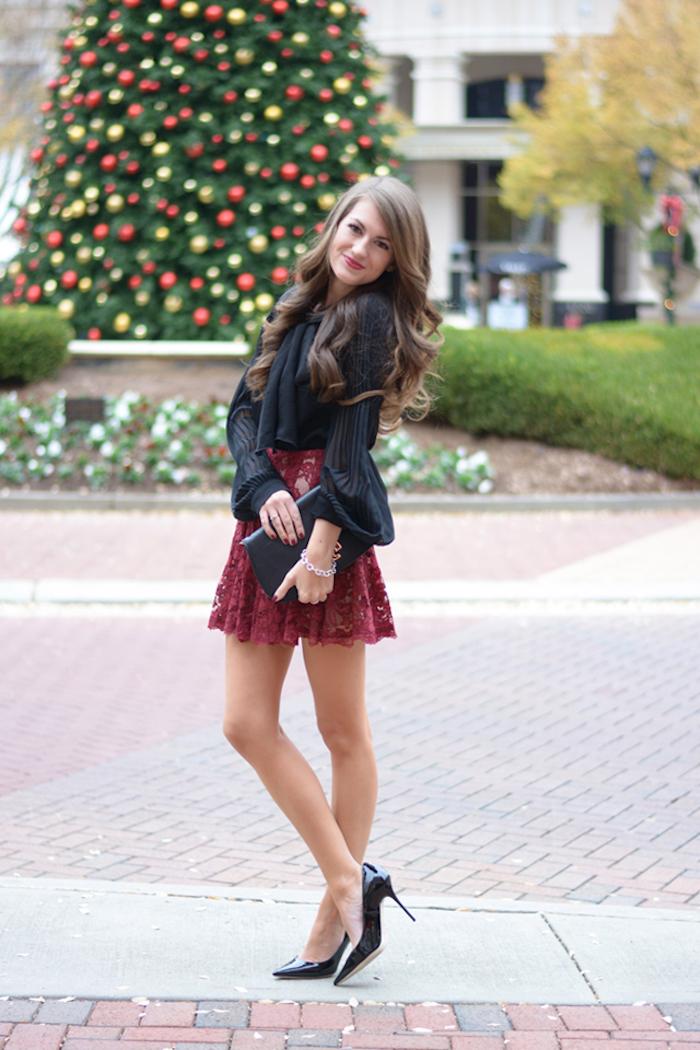 Jupe dentelle rouge et chemise noire, robe nouvel an en deux pièces, être bien habillée pour les fetes