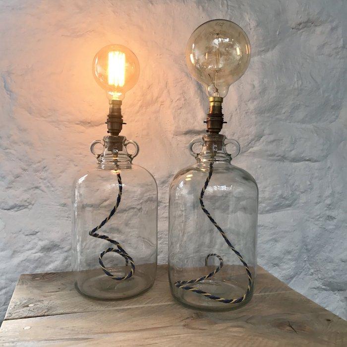 Lampe dans la bonbonne dame jeanne, comment bien organiser son salon, transparente verre pour la bouteille