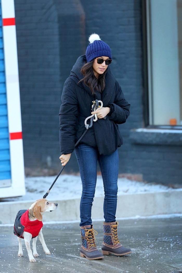 mode automne hiver 2020, style casual en jeans slim clairs avec veste oversize femme de couleur evening bleu