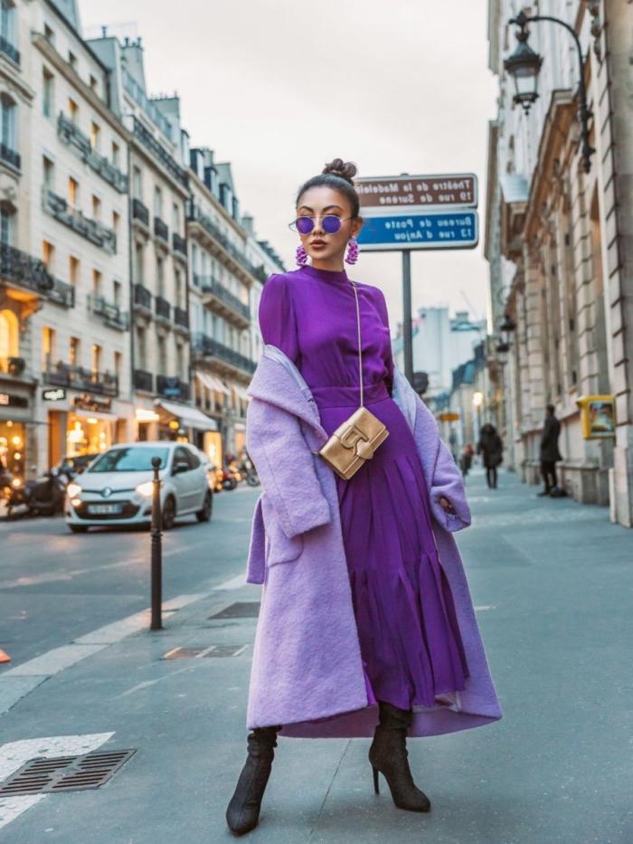 look tendance automne-hiver 2019 femme, couleurs de vêtements tendance violet, look total violet avec manteau lavande
