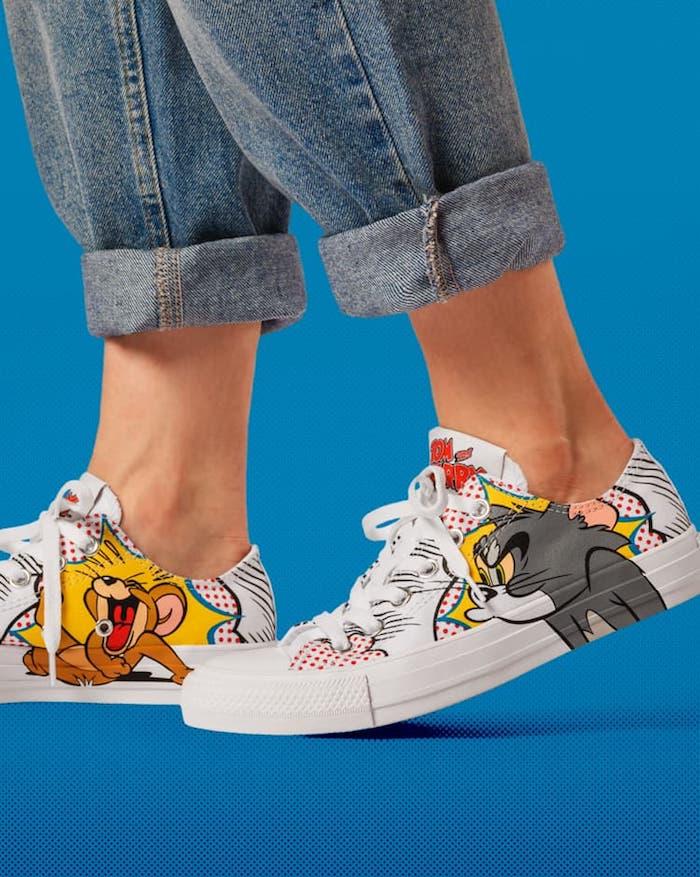 Tom et Jerry dessin pop art comment customiser ses chaussures, chouette idée style personnalisé, femme jean roulé