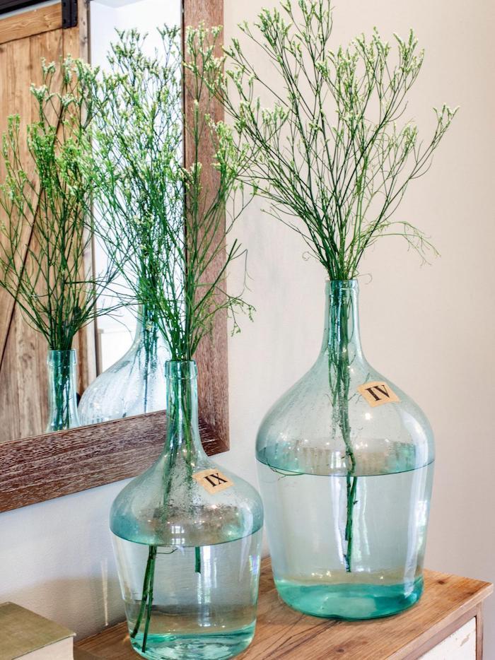 Verre déco vase upcycling, bonbonne en verre, simple déco à faire soi-même, utiliser la verdure pour décorer la chambre