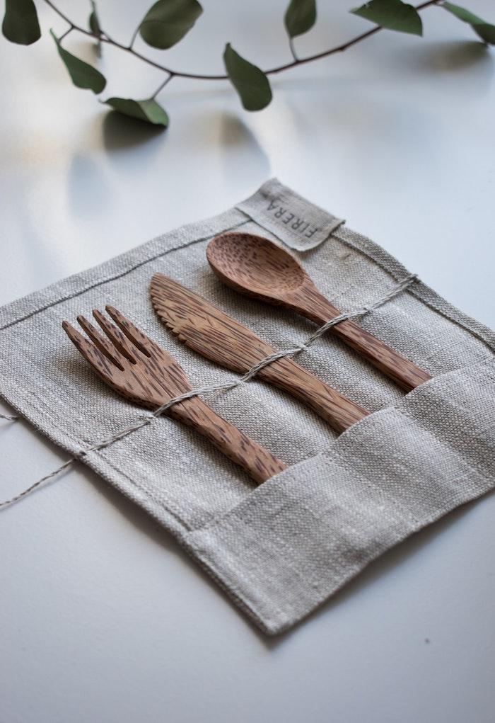 Travel kit en bois couteau, fourchette, cuillère en bois au lieu de plastique, application évalue les dégâts