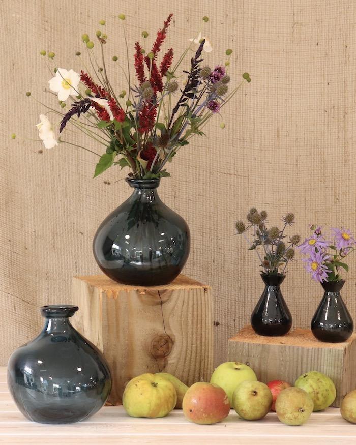 Pommes vertes et poires, dame jeanne verre, grand vase deco a poser au sol, vase avec fleurs champetres