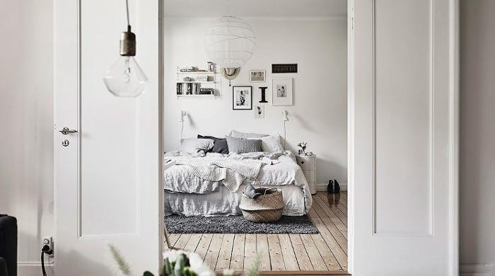 Bohème déco chambre à coucher blanche avec accents en gris, couleur gris perle, est-ce que le gris est une couleur