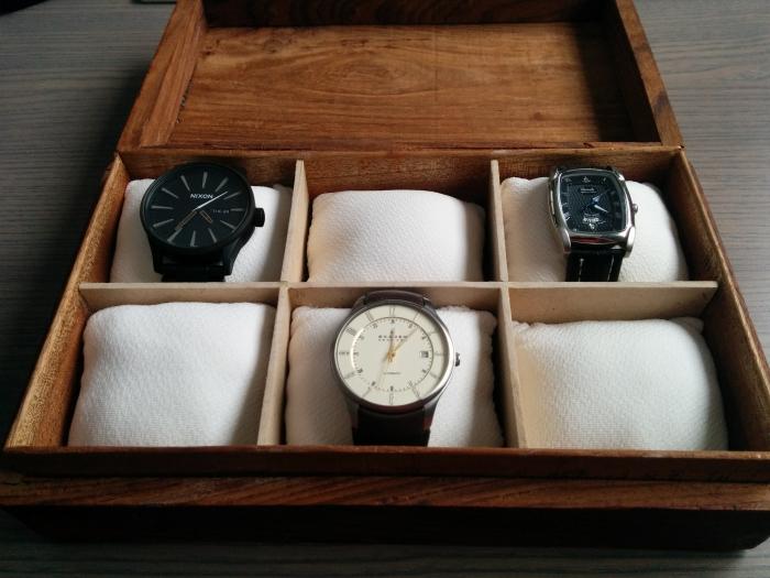 idée comment ranger ses bijoux dans une boîte en bois ancienne avec sections en carton, diy boite a bijoux en bois