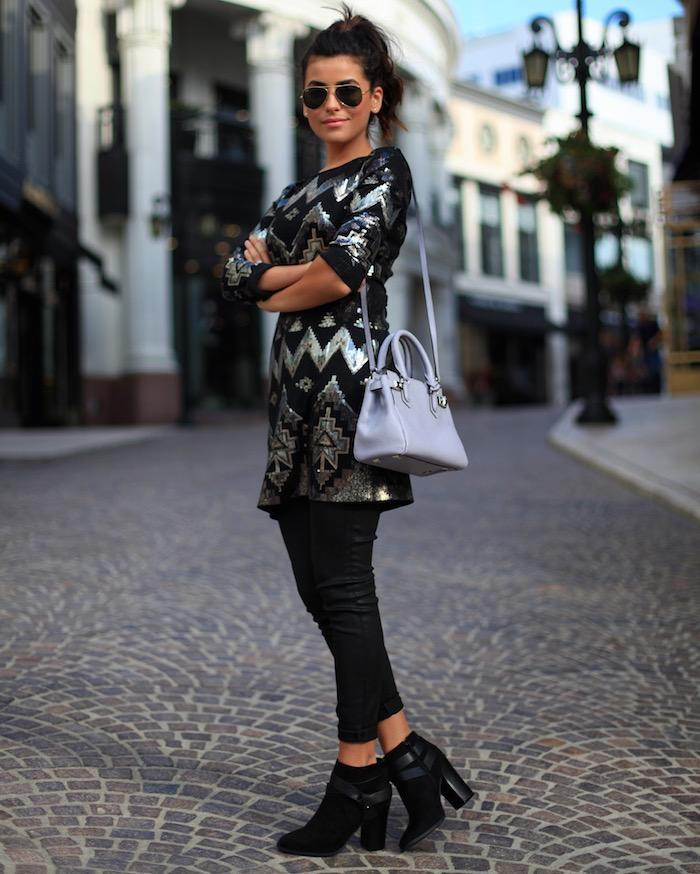 Robe manche longue à paillettes noirs et argentés, moderne robe pour noel avec collant noir et bottines à talon