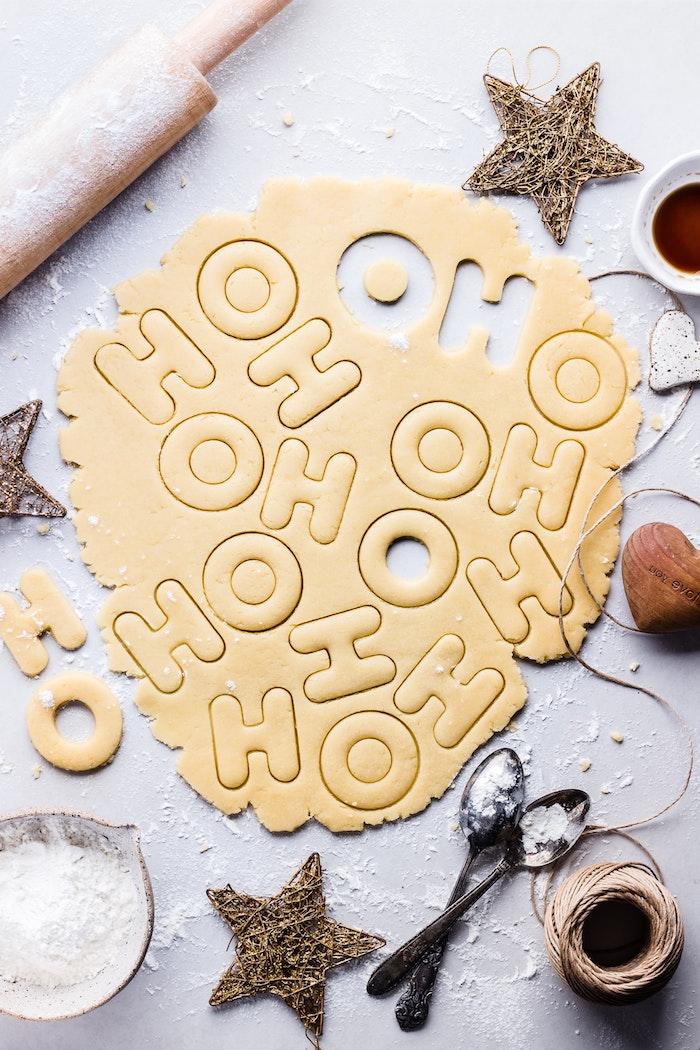 recette sablés de Noël, pâte sablée dans laquelle découper des sablés en forme des lettres H et O, biscuit de noel facile et rapide
