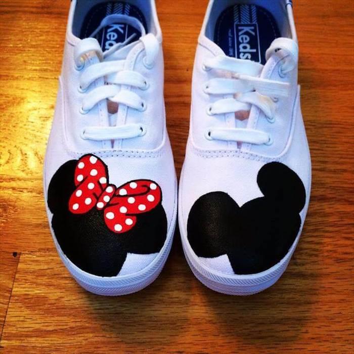Mickey et Minnie Mouse dessin sur basket blanche, peinture pour chaussure, comment customiser ses chaussures