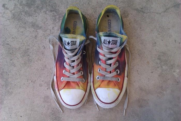 Basket converse coloré style hippie peinture chaussure, originale idée pour customiser ses chaussures