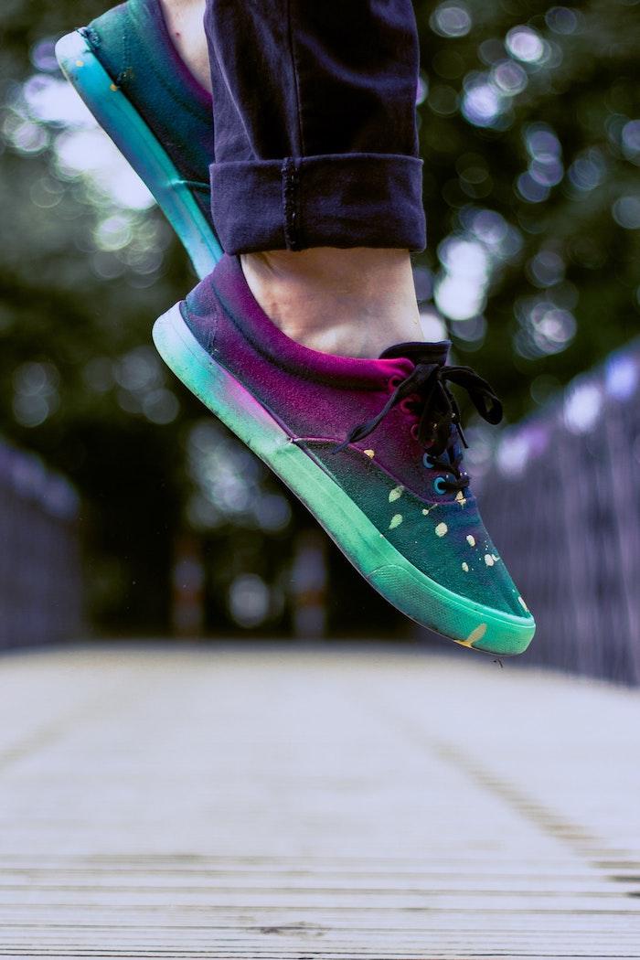 Coloré peinture chouette, personnaliser ses chaussures nike, créer une paire de chaussures originale