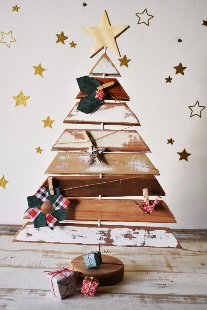 DIY sapin en palette facile à réaliser avec décoration figurines en papier origami, idée que faire avec palettes pour Noël
