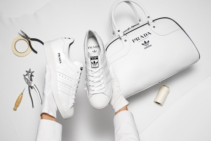 La collection Prada x Adidas dévoile une paire de Superstar et un Bowling Bag en cuir blanc Made In Italy