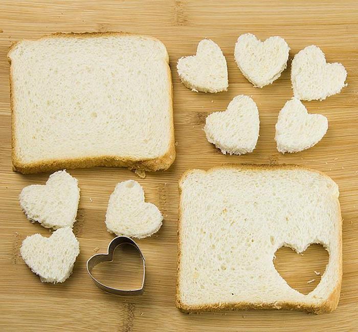 Toast à la forme de coeur, cool image aperitif de noel, apero dinatoire original, toast apéritif