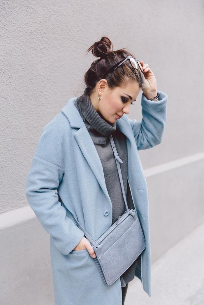 comment porter les couleurs pastel en hiver, vêtement mode hiver 2019 femme, tenue en pull oversize et pantalon fit