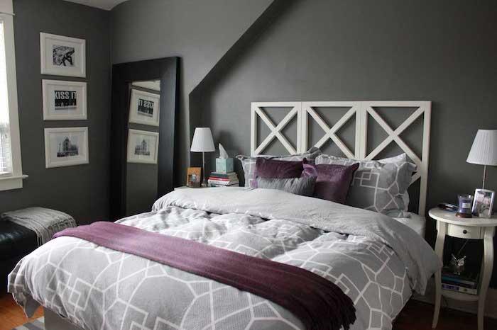 Mur gris, tete de lit otiginale, peinture vert de gris, scandinave déco chambre grise, accents violets