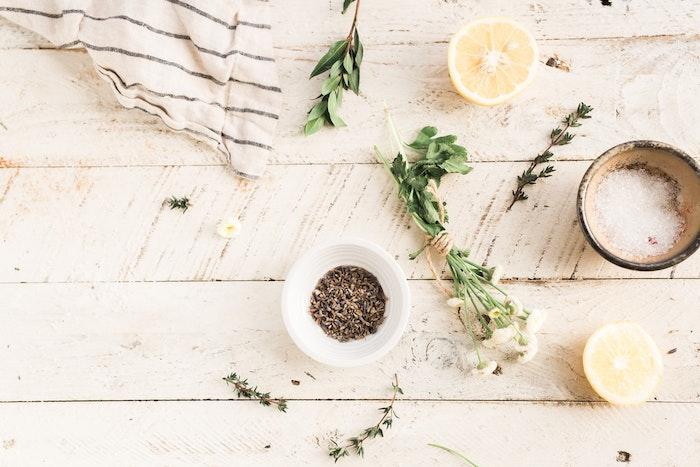 comment faire cultiver des plantes aromatiques à l intérieur, faire son jardin d aromatiques