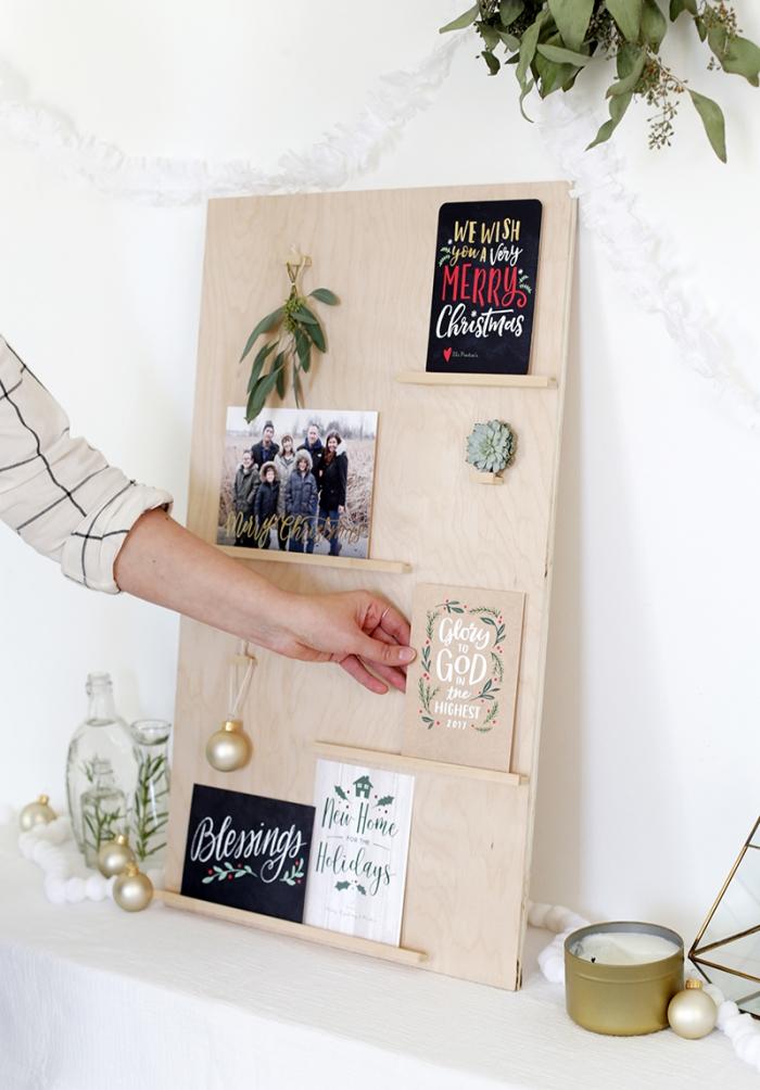 activités manuelles noel, comment faire un tableau pour ranger ses cartes de noêl, diy tableau en bois décoratif