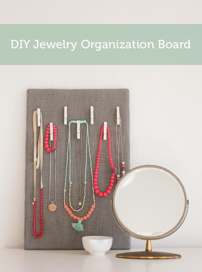 fabriquer un porte bijoux, diy organisateur pour colliers, idée tableau pour accrocher ses bijoux facile à réaliser