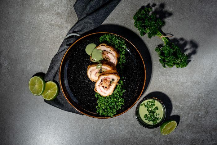 exemple plat principal du soir, cordon bleu recette de roulés de blanc de poulet aux épinards, bacon et emmental