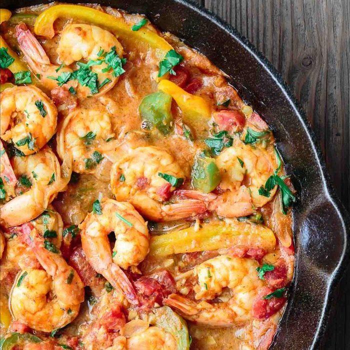 recette avec crevettes à la sauce fajitas crevette aux poivrons, tomates, oignons et persil avec plusieurs herbes et épices