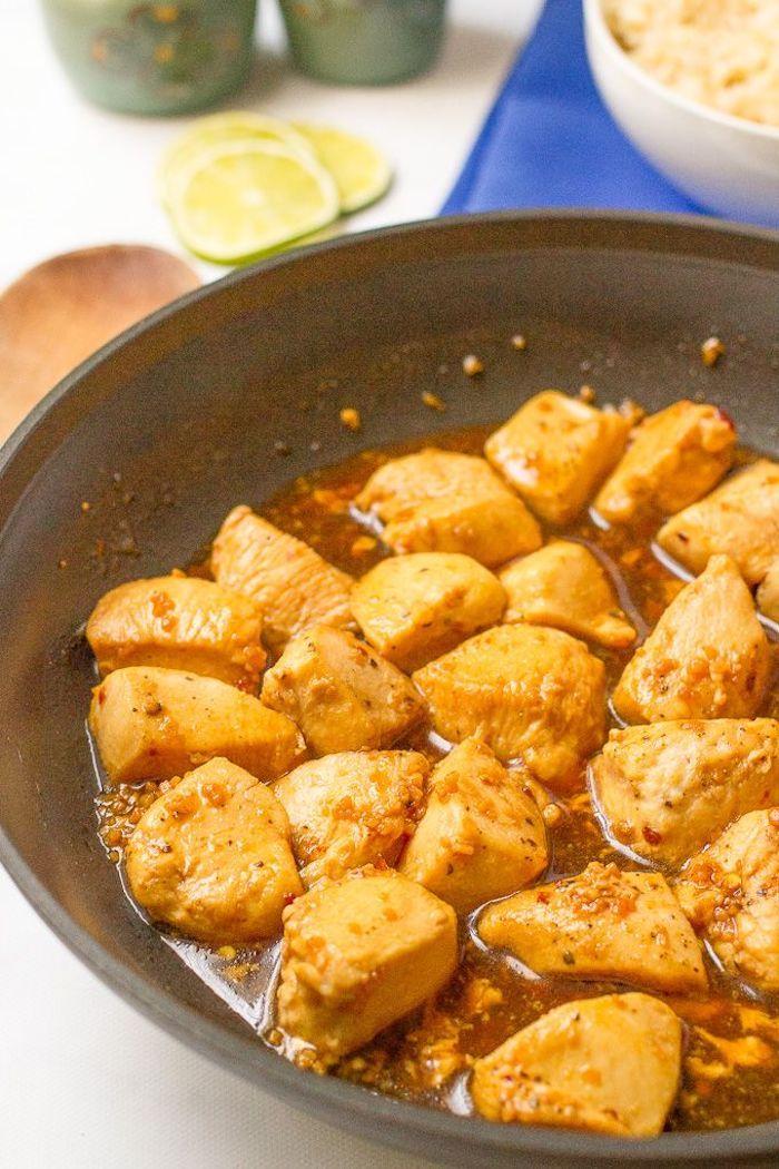 recette avec poulet pour votre menu de la semaine équilibré, bouchées de poulet à l ail, miel a faire facilement