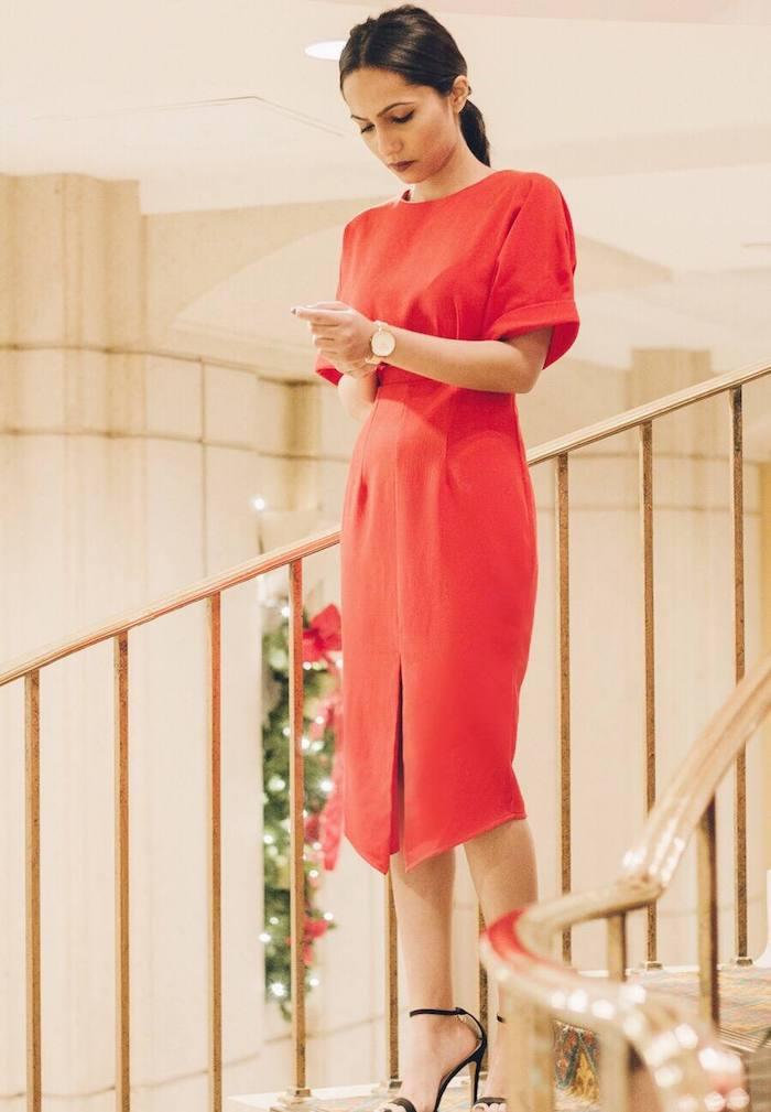 Rouge robe mi longue classique à manche courte, tenue noel femme, qu'est-ce que je porte pour Noël