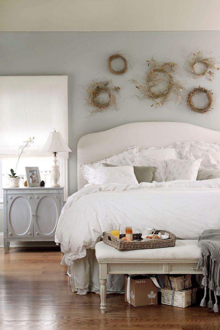 Blanc lit et mur gris claire, nuance de gris, quelle couleur se marie avec le gris foncé