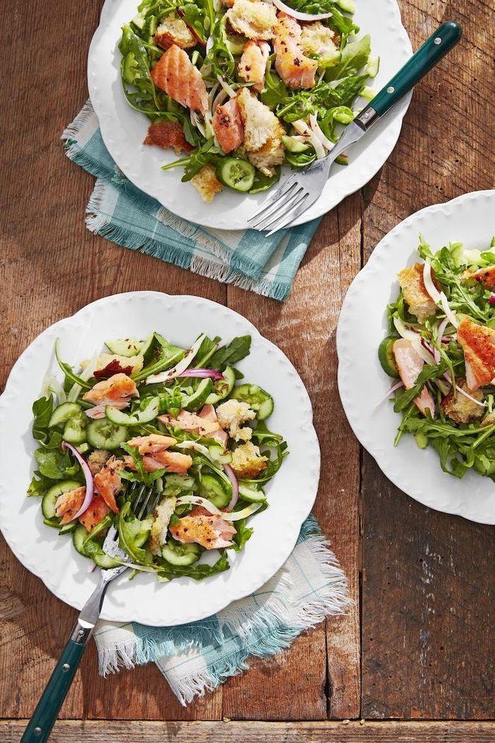 idée pour faire une salade verte au saumon, concombres et des oignons, quoi manger ce soir, idee de repas simple