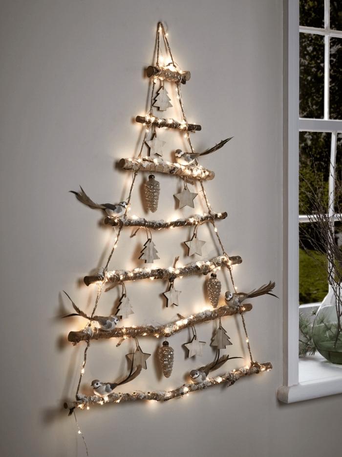 bricolage facile pour Noël avec branches de bois et ficelle, idée sapin de noel bois à design suspendu à faire maison