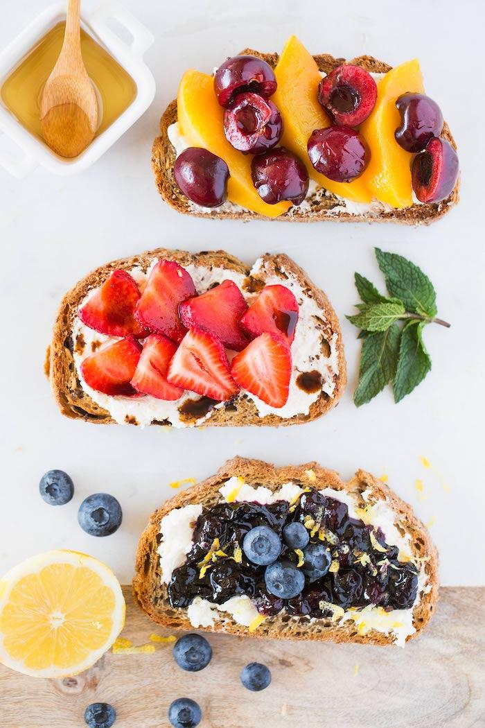 Douce pain confiture et fruits fraiches, aperitif de noel, comment préparer des antipasti simple recette