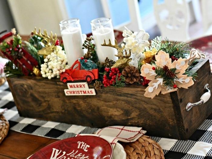 idée deco noel a fabriquer avec bois, modèle de centre de table Noël en bois foncé avec ornements décoratifs