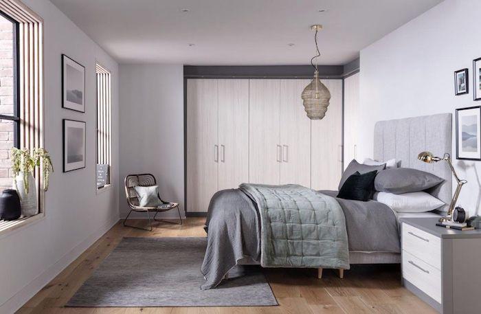 Lit gris couverture, chambre sophistiqué déco, idée comment aménager sa chambre grise, idée déco chambre adulte en gris