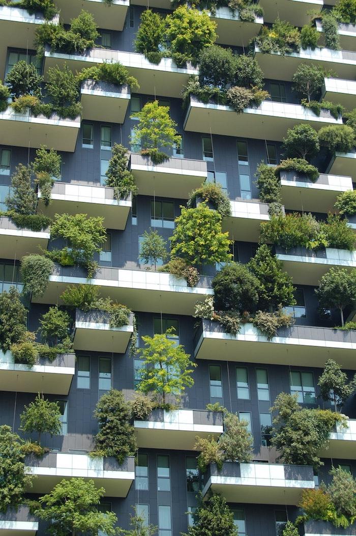 Balcons verts de bâtiment plus écologique, réduire la pollution, application averti les changements