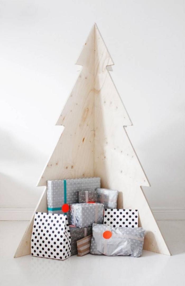 faire une décoration de Noël de style scandinave, modèle de sapin de noel original fait avec contreplaqué de bois clair