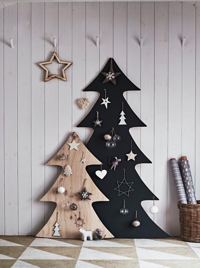 modèle de sapin de noël en bois fait maison en contreplaqué de bois peint en noir, décoration de Noël de style minimaliste