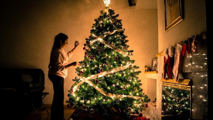 Sapin de Noël guirlande lumineuse, image pere noel, la fête de noël image stylé