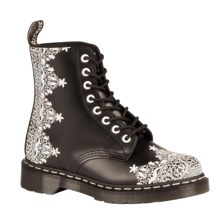 Bottines personnalisé dessin dentelle blanche, chaussure personnalisable, tutoriel pour customiser ses baskets