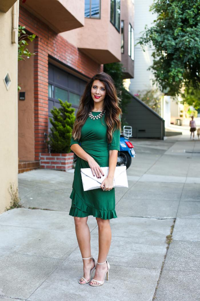 Idée robe verte classique courte à manche longue, que porter pour une soirée de Noël