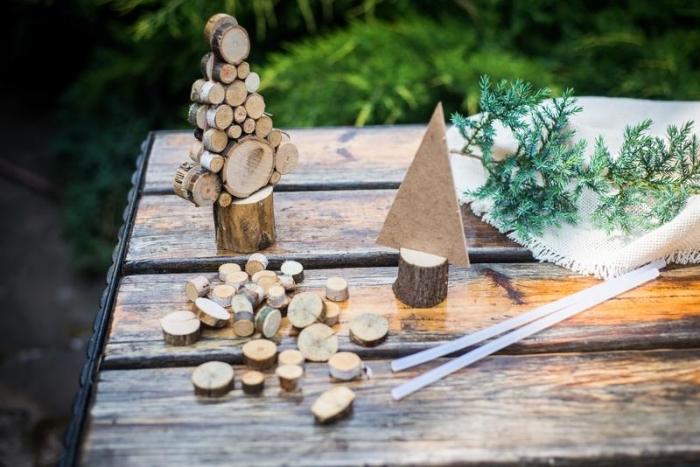 idée deco noel a fabriquer facile, modèle de mini sapin de noel bois fait main, déco de Noël avec objets fait main en matériaux recup