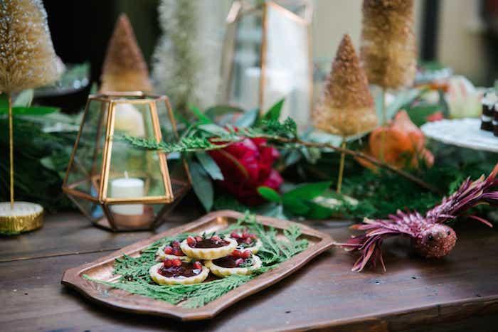Table bien décorée, aperitif dinatoire noel, comment garnir une bruschetta delicieuse, tarte aux fruits