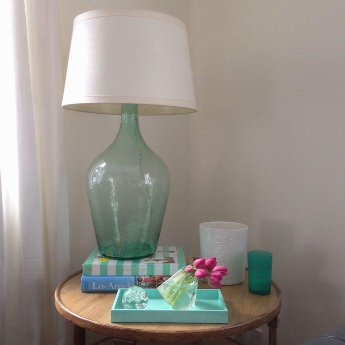 Fabriquer une lampe de dame jeanne en verre, table ronde vase deco, dame jeanne en verre soufflé, idée diy déco chambre