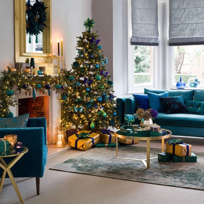 tendance décoration intérieure avec accents bleus, modèles de meuble tendance en velours bleu, idée déco sapin en bleu