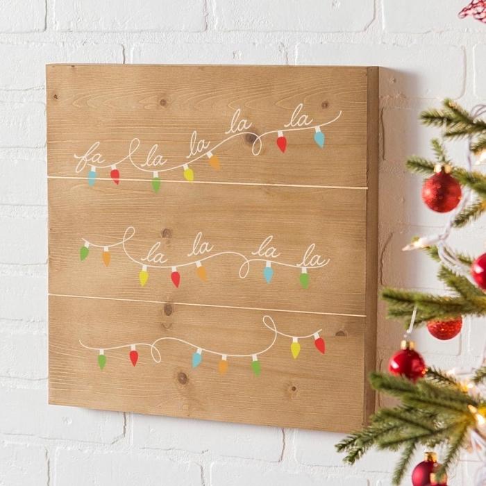 décoration de noel à fabriquer soi meme, modèle de tableau de Noël en bois avec dessins à motifs Noël faciles