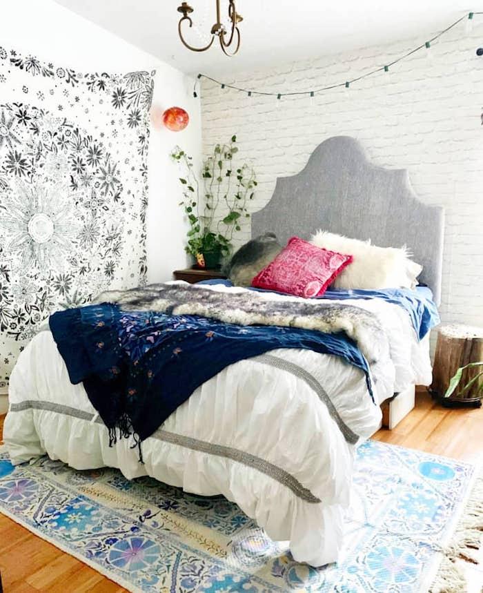 Murs en briques blanches, chambre adulte deco, quelle couleur avec le gris