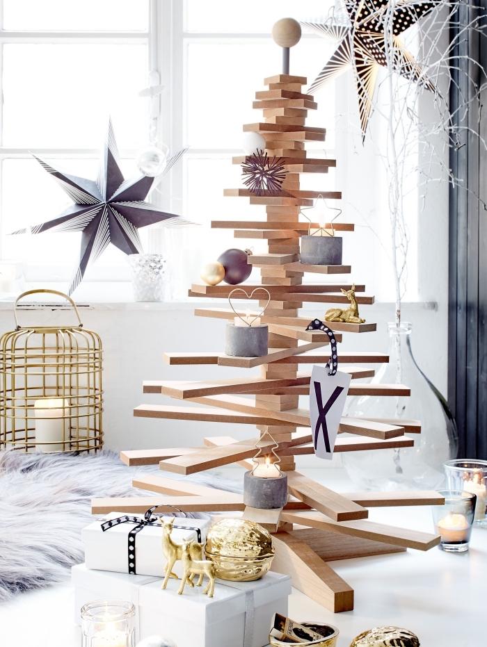 diy arbre de noel en bois fait maison et décoré avec bougies et ornements en gris, déco scandinave facile à réaliser soi-même