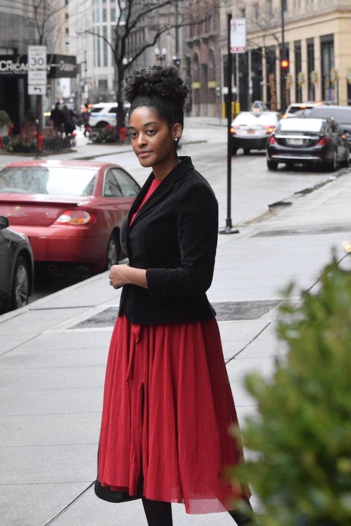 Superbe robe de soirée chic en tulle, courte robe rouge et veste noire, idée tenue pour la fête de noel