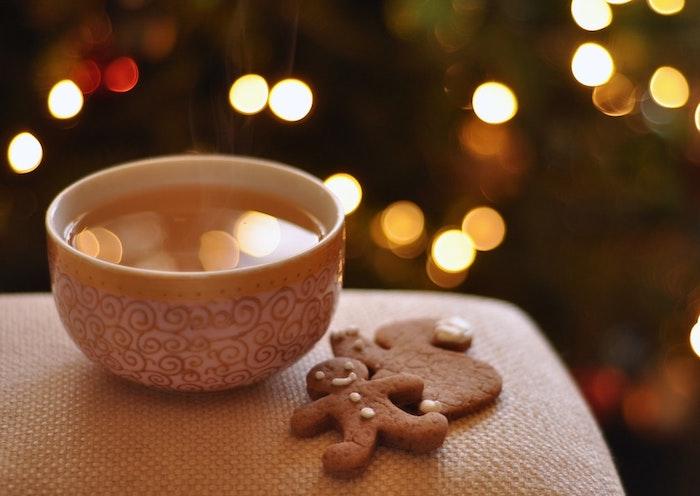 Tasse de thé pour une image joyeux noel voeux, carte digitale pour dire joyeux noel