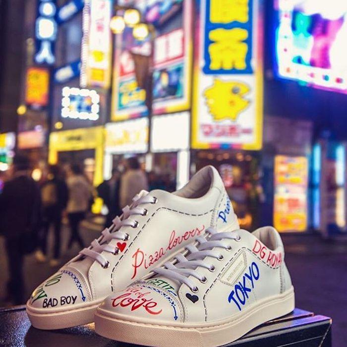 Custom converse blanche, basket personnalisable, peinture chaussure originale photo à Tokyo